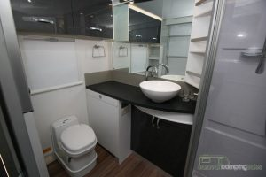 CV7052SL-Topaz-Caravan-Review (11)